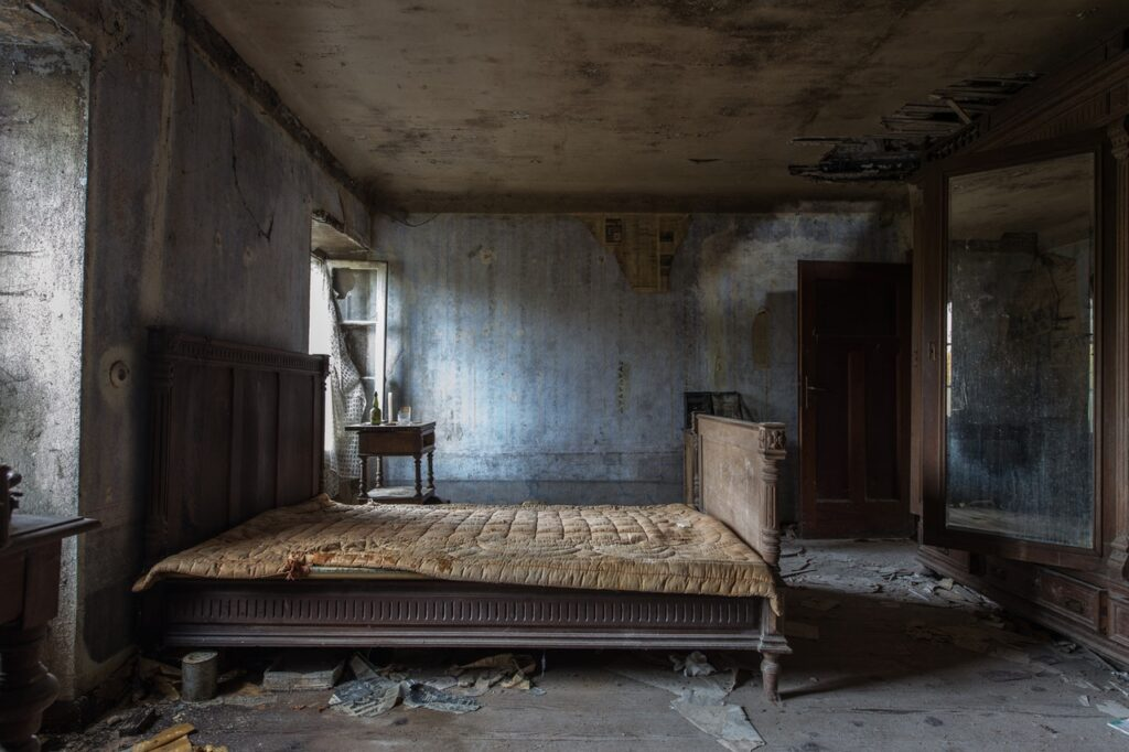 An image of a bed in bad shape/damaged furniture